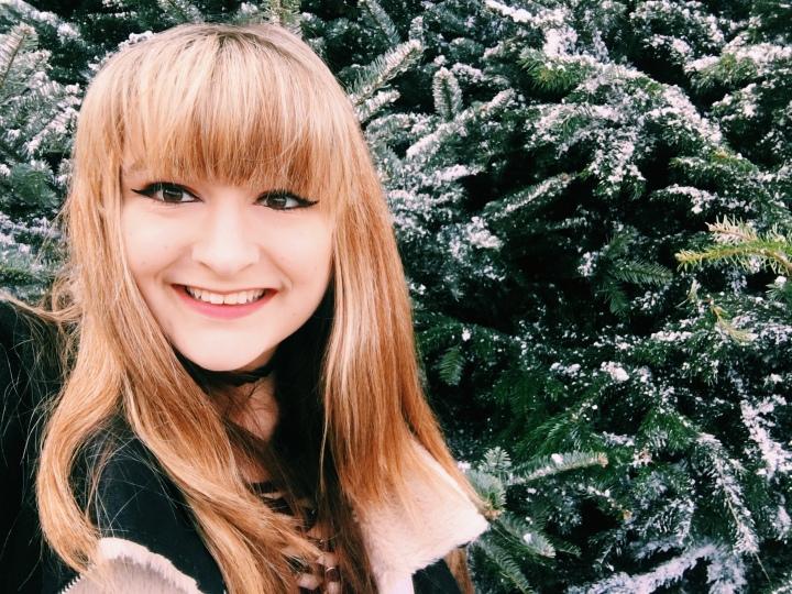 Blogmas Day 12: Body Positivity around the holidays:)